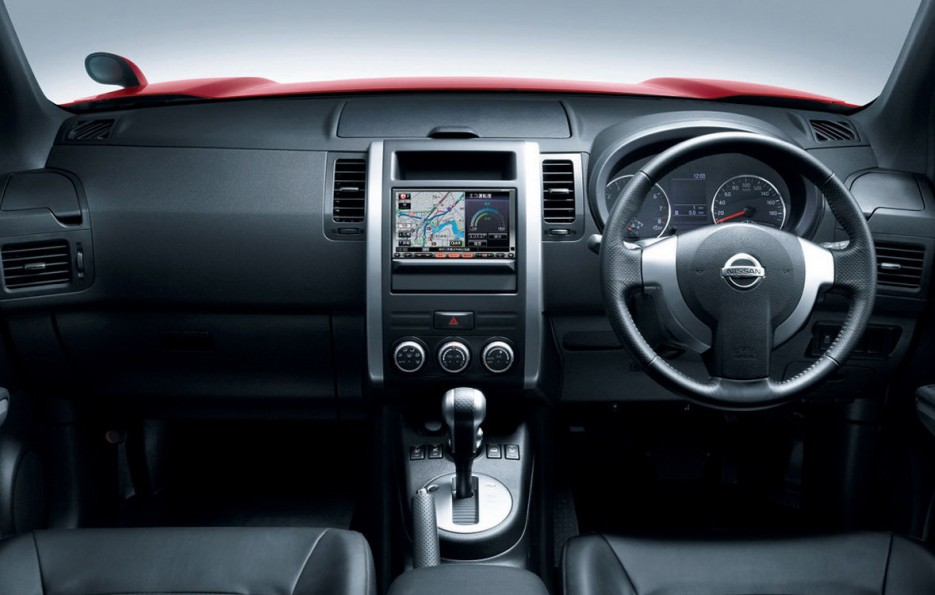 interior dasbor nissan x-trail t31 generasi kedua 2008-2013