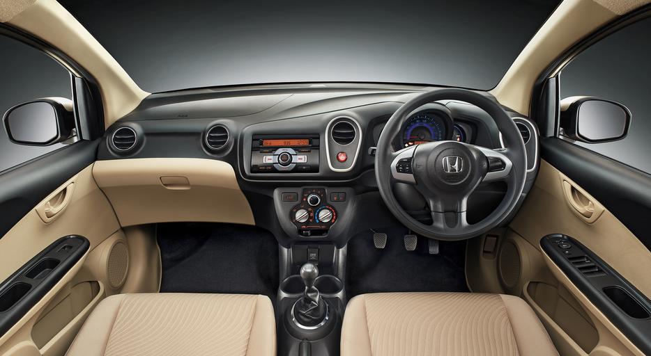 interior mobil honda mobilio tahun 2014