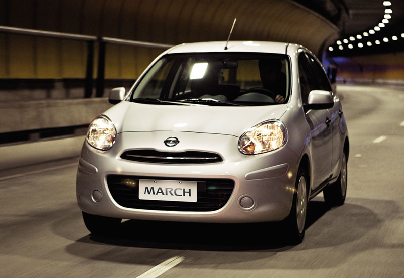 mobil nissan march 2010-2013