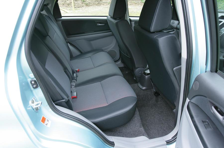suzuki sx4 x-over tahun 2007 seat